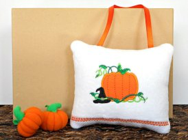 https://www.etsy.com/ca/listing/471210596/halloween-door-hanger-pillow-pumpkin?