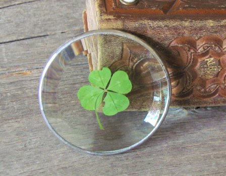 https://www.etsy.com/ca/listing/471699758/four-leaf-clover-glass-paper-weight-one?