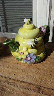 https://www.etsy.com/listing/472100946/betallic-inc-beehive-teapot-1980s?