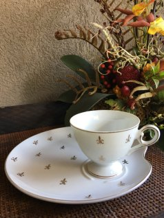 https://www.etsy.com/ca/listing/486186513/vintage-fleur-de-lys-lis-snack-plate-cup?