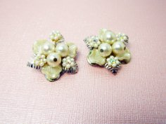 https://www.etsy.com/ca/listing/473479422/beaujewels-faux-pearl-bridal-earrings?