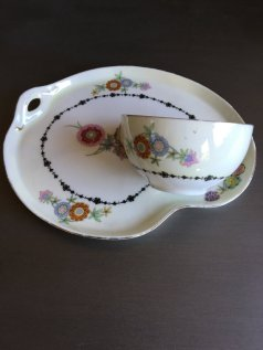 https://www.etsy.com/listing/474060918/vintage-phoenix-china-snack-set-phe8?