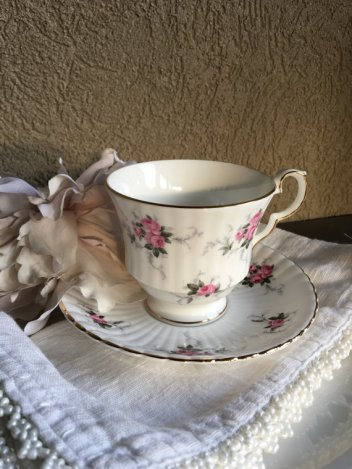https://www.etsy.com/ca/listing/488808967/vintage-teacup-princess-house-windsor?