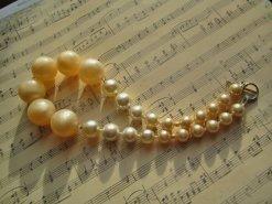 https://www.etsy.com/ca/listing/92743064/vintage-statement-necklace-large-lucite?
