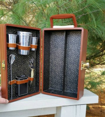 https://www.etsy.com/ca/listing/474952826/trav-l-bar-in-brown-case-retro-barware?