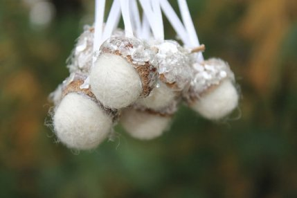 https://www.etsy.com/ca/listing/113697142/christmas-ornaments-winter-white-felted?
