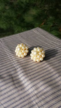 https://www.etsy.com/ca/listing/476695586/great-faux-pearl-clip-on-earrings?