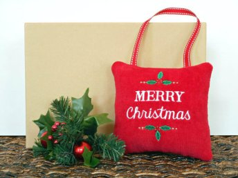https://www.etsy.com/ca/listing/476893522/christmas-door-hanger-pillow-merry-holly?