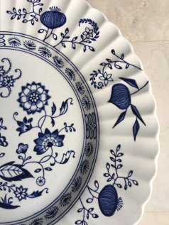 https://www.etsy.com/ca/listing/490664171/vintage-blue-onion-dinner-plates-blue?