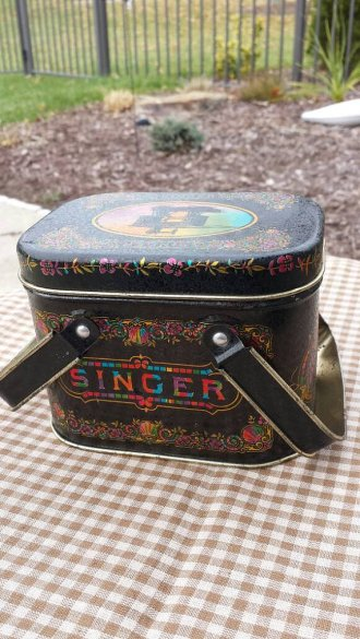 https://www.etsy.com/ca/listing/494956115/1970s-singer-bristolware-tin-sewing?