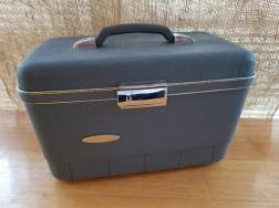 https://www.etsy.com/ca/listing/586433165/sears-blanton-blue-train-case-vintage?