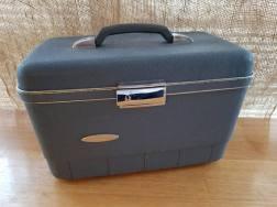 https://www.etsy.com/ca/listing/586433165/sears-blanton-blue-train-case-vintage?