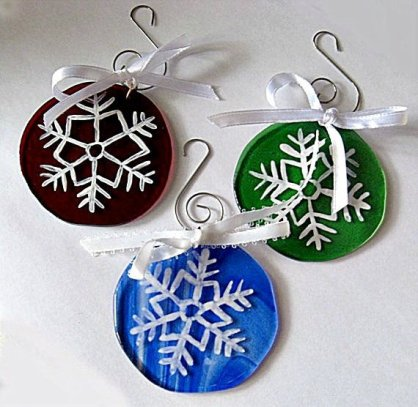 https://www.etsy.com/ca/listing/483804092/3-white-snowflakes-on-red-blue-and-green?